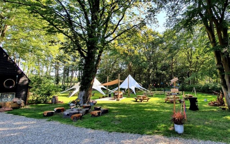 veld-met-tenten-bruiloft